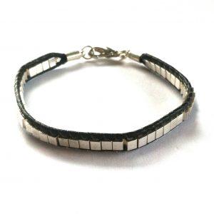 tøff-enkel-sort-lær-sølv-armbånd