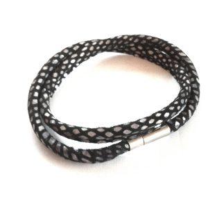 slangeprint-lammeskinn-sort-armbånd