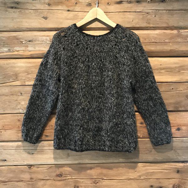 frosted-foliage-sort-strikke-ull-genser