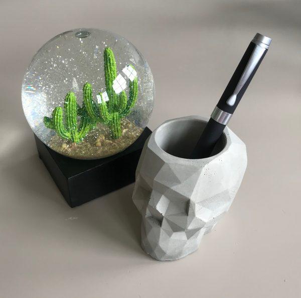 geometrisk-betong-hodeskalle-blomsterpotte-penneholder-lysestake-telys