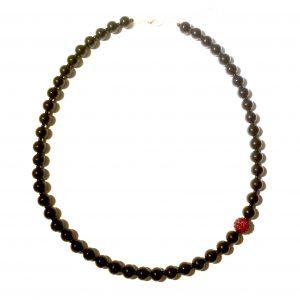 rødt-sort-halskjede-smykke