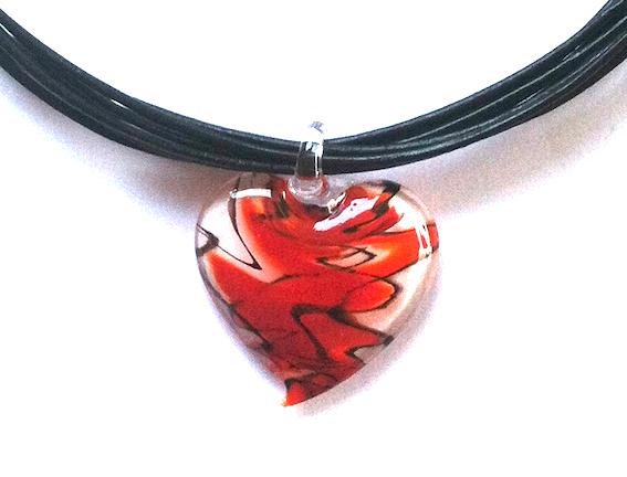 halskjede-smykke-glassmykke-hjertesmykke