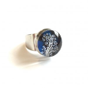 ring-fingerring-glassring