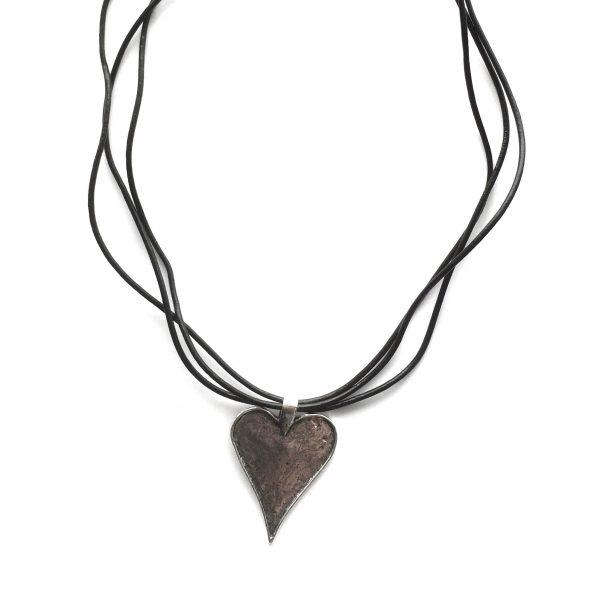 hjertesmykke-lær-smykke-halskjede