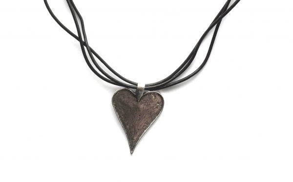 smykke-halskjede-hjertesmykke-lær