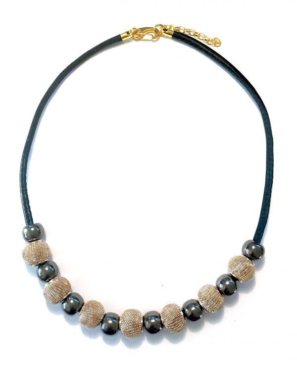 halskjede-smykke-lammeskinn-håndlaget