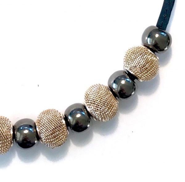 halskjede-smykke-lammeskinn