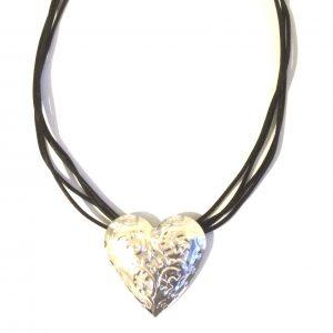 halskjede-smykke-hjerte-lær