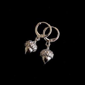 øreanheng-øredobber-ørepynt-øreringer-eikenøtter-kongle