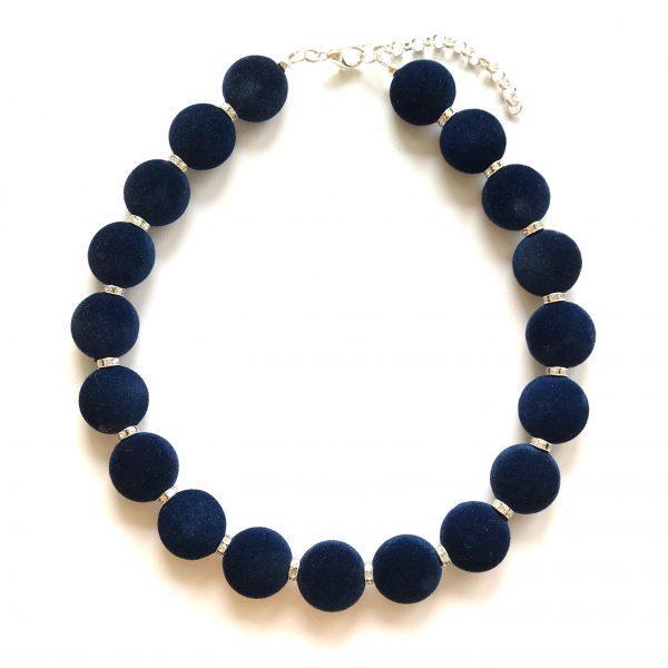 julegavetips-smykke-halskjede-blå-fløyel