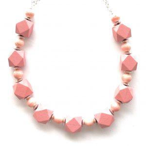 rosa-hinoki-tre-smykke-halskjede