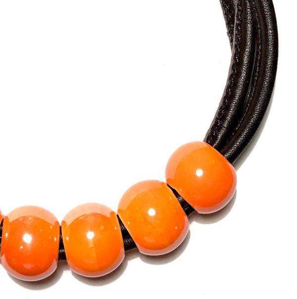 orange-keramikk-lammeskinn-smykke