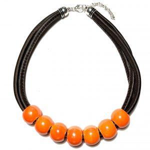 orange-keramikk-lammeskinn-smykke-halskjede
