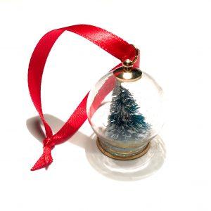 juletrepynt-snøkule-juletre