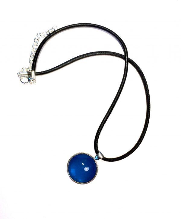 lammeskinn-blå-smykke-halskjede