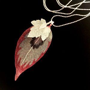 smykke-halskjede-løv-blad-rosa