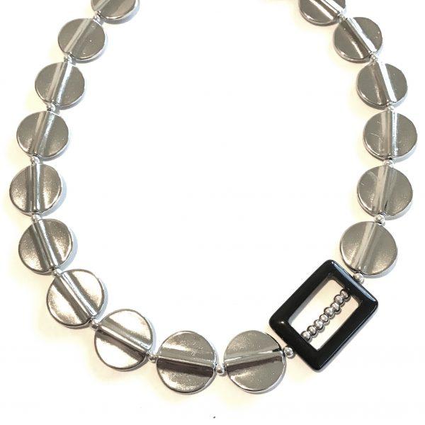 sølvfarget-onyx-smykke-halskjede