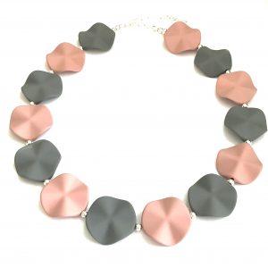 rosa-grått-pastell-smykke-halskjede