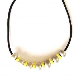 gult-grått-fallskjermsnor-smykke-halskjede