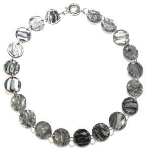 grått-smykke