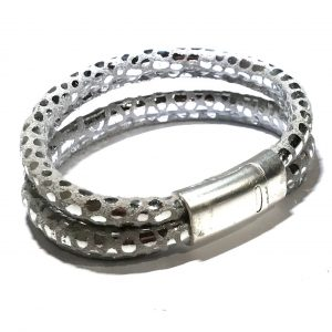 dyreprint-lammeskinn-armbånd