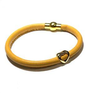 oker-gult-lammeskinn-hjerte-armbånd