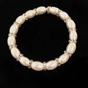 hvitt-perle-armbånd