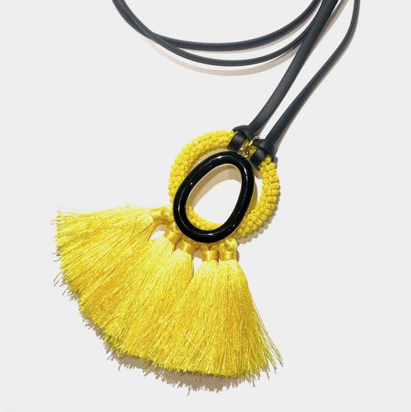 gul-dusk-sort-smykke