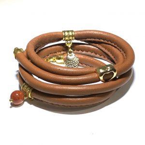 brunt-lammeskinn-armbånd