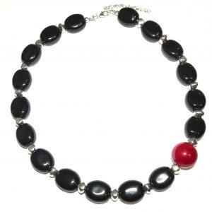 sort-rødt-keramikk-smykke