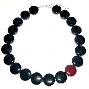 rødt-sort-smykke