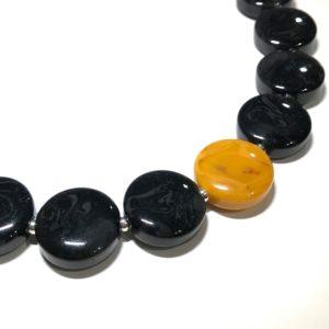 oker-gul-sort-smykke-halskjede