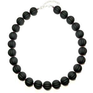 sort-smykke-perle-halskjede