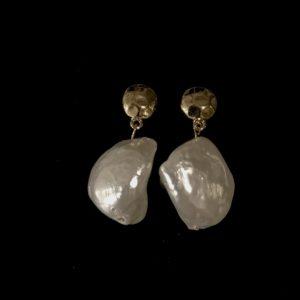 hvit-skjell-gull-ørepynt-øreanheng-øredobber