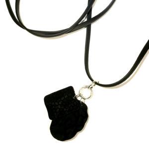 sort-gummi-smykke-halskjede