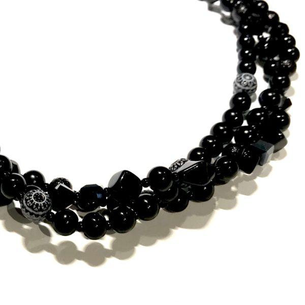 tre-raders-sort-glass-smykke-halskjede