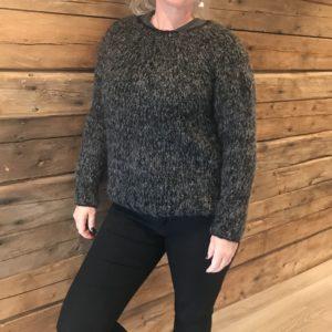 frosted-foliage-sort-grå-strikk-genser