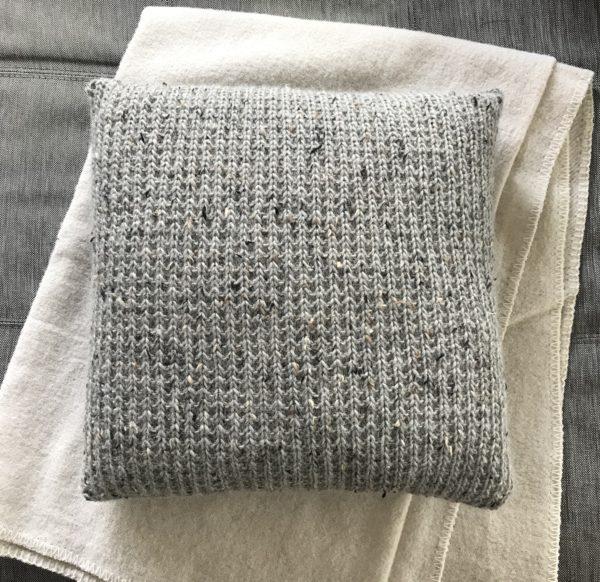 pute-interiør-grå-alpakka-tweed-strikk
